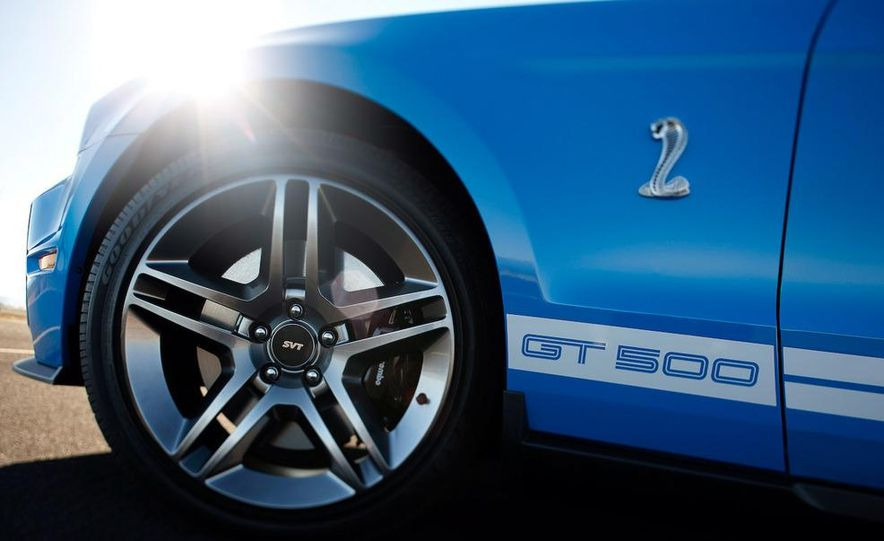 2010 Ford Mustang Shelby GT500 coupe - Slide 13