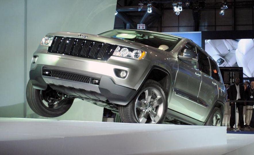 2011 Jeep Grand Cherokee - Slide 1
