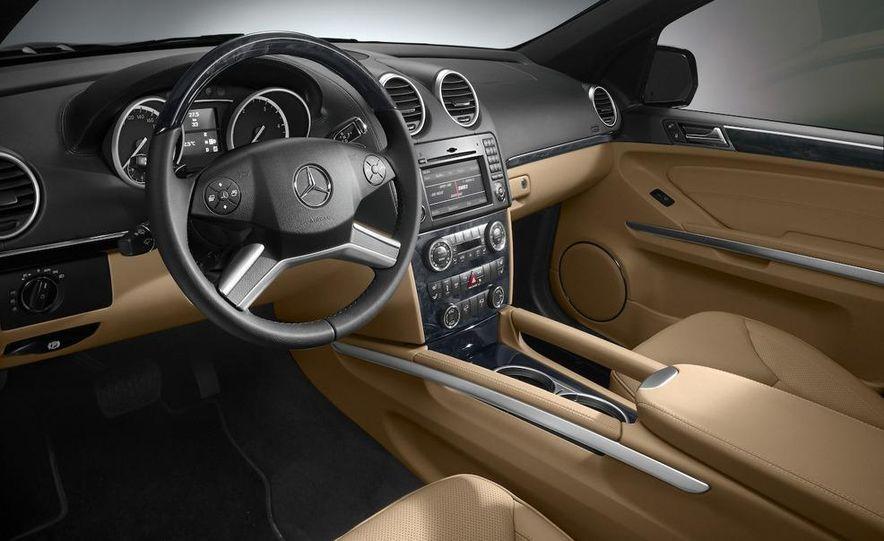 2010 Mercedes-Benz GL350 BlueTec 4MATIC - Slide 2