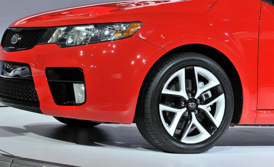 2010 Kia Forte Koup unveiling at the 2009 New York Auto Show - Slide 20