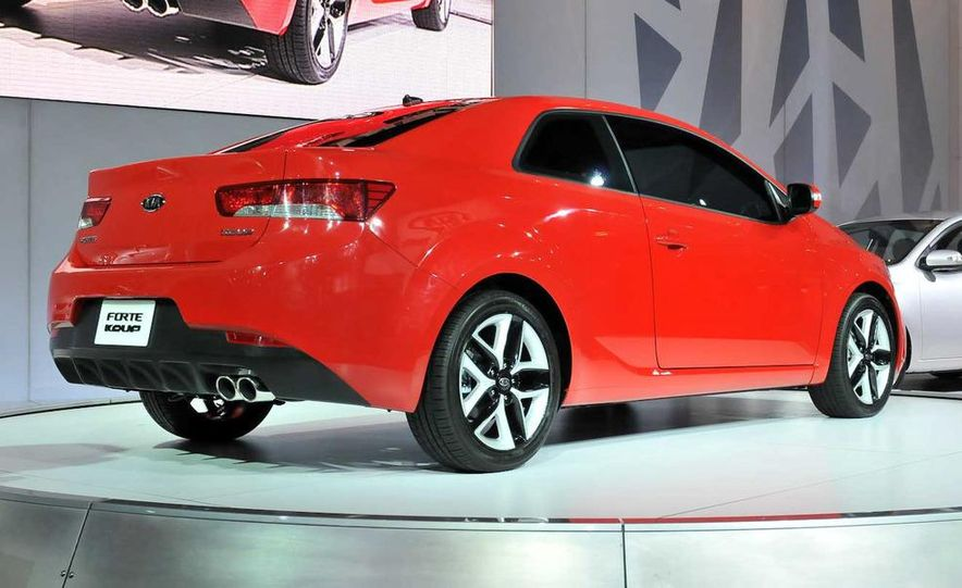 2010 Kia Forte Koup unveiling at the 2009 New York Auto Show - Slide 16