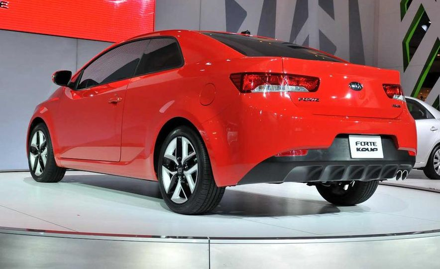 2010 Kia Forte Koup unveiling at the 2009 New York Auto Show - Slide 17