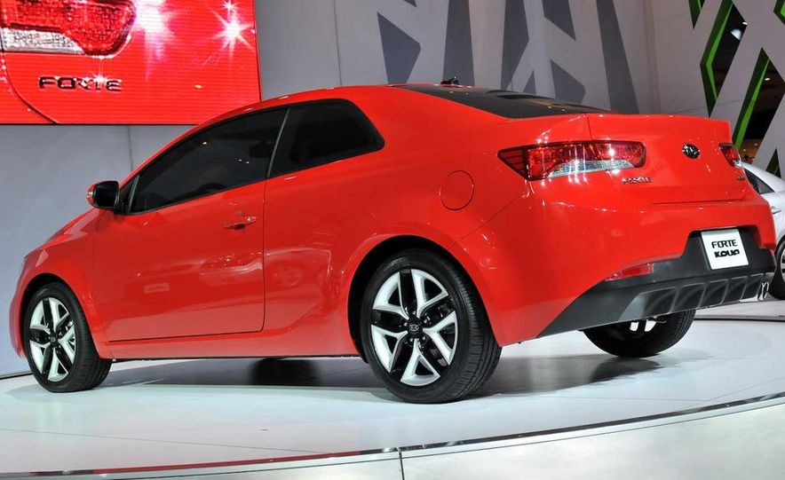 2010 Kia Forte Koup unveiling at the 2009 New York Auto Show - Slide 18
