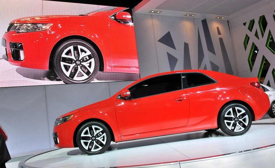 2010 Kia Forte Koup unveiling at the 2009 New York Auto Show - Slide 19