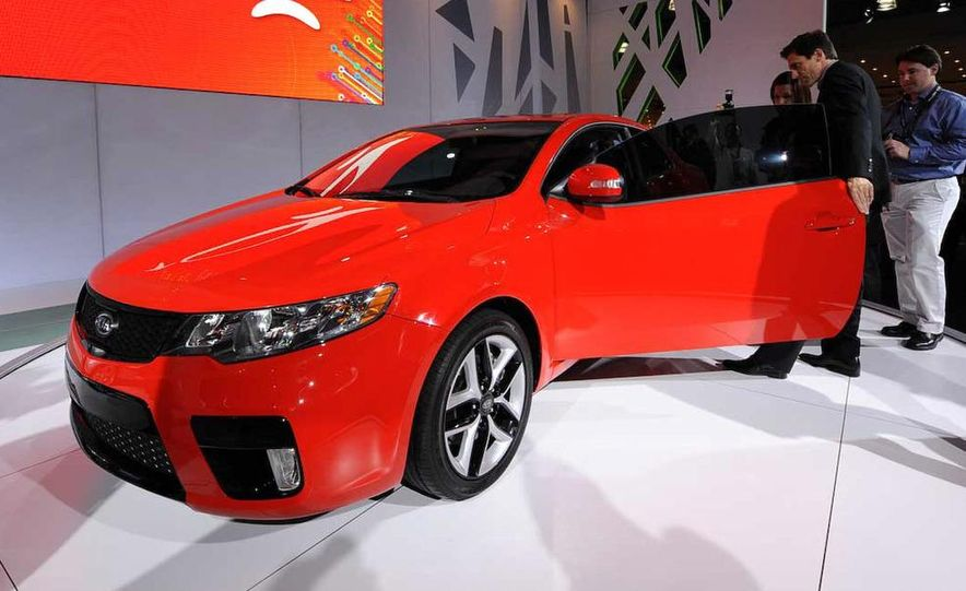 2010 Kia Forte Koup unveiling at the 2009 New York Auto Show - Slide 27