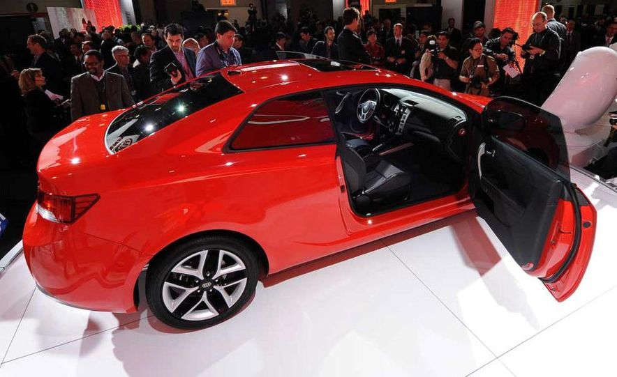 2010 Kia Forte Koup unveiling at the 2009 New York Auto Show - Slide 28
