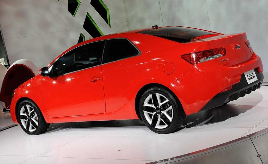 2010 Kia Forte Koup unveiling at the 2009 New York Auto Show - Slide 33