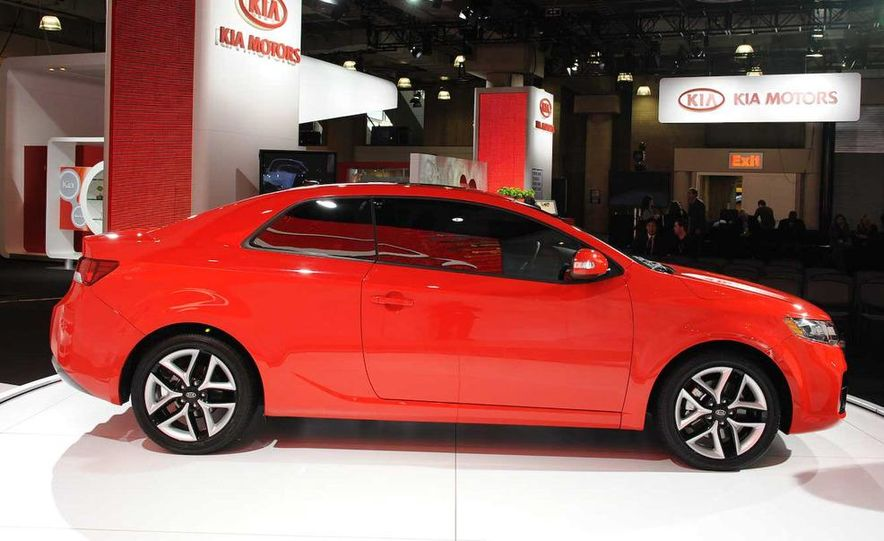 2010 Kia Forte Koup unveiling at the 2009 New York Auto Show - Slide 38