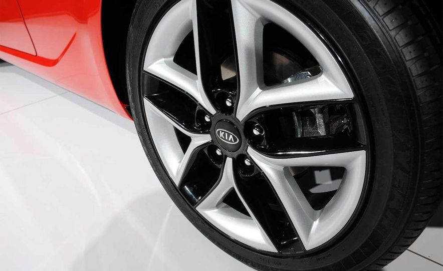 2010 Kia Forte Koup unveiling at the 2009 New York Auto Show - Slide 32