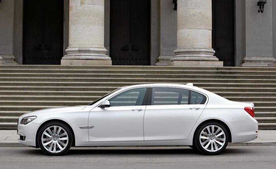 2010 BMW 760Li - Slide 13