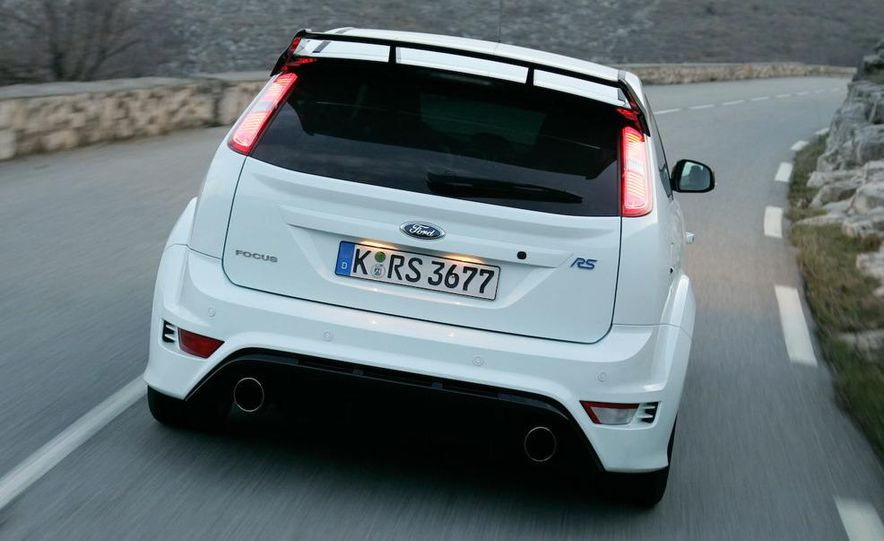 2009 Ford Focus RS - Slide 11