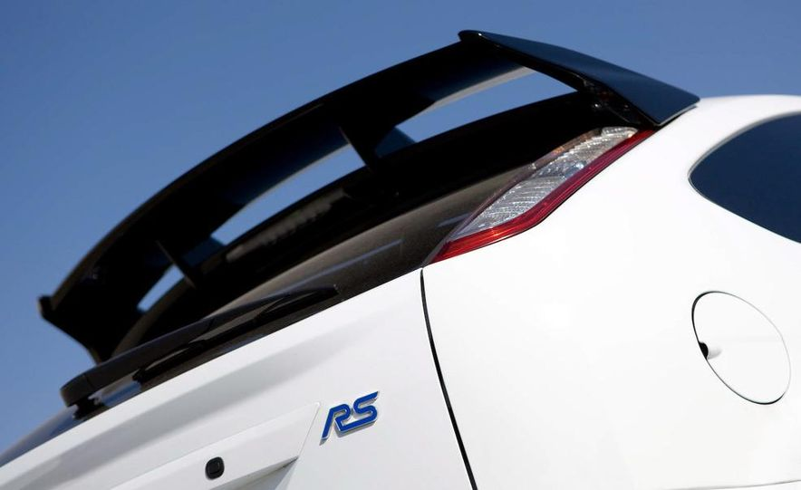 2009 Ford Focus RS - Slide 7