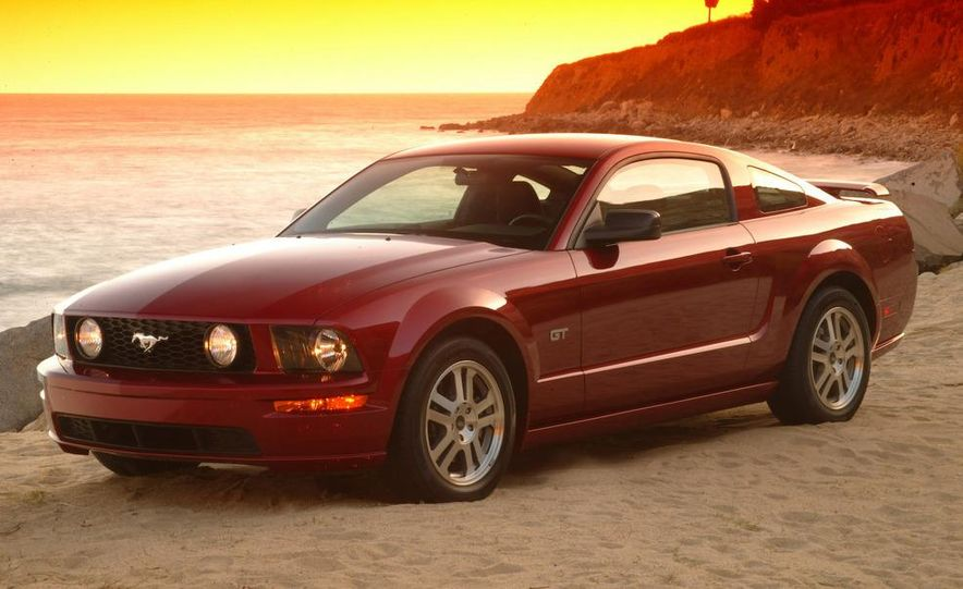 2010 Ford Mustang Shelby GT500 coupe - Slide 32