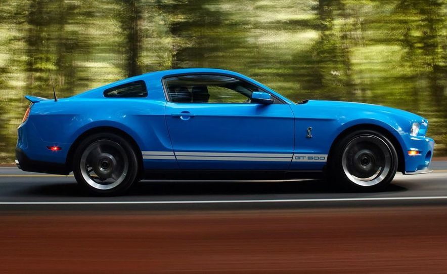 2010 Ford Mustang Shelby GT500 coupe - Slide 35
