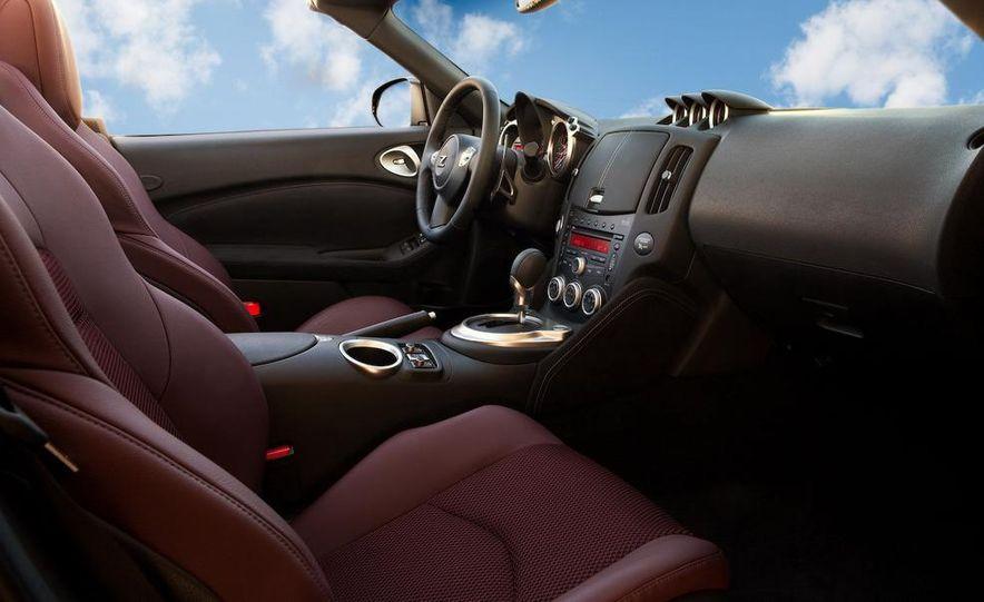 2010 Nissan 370Z roadster interior - Slide 1
