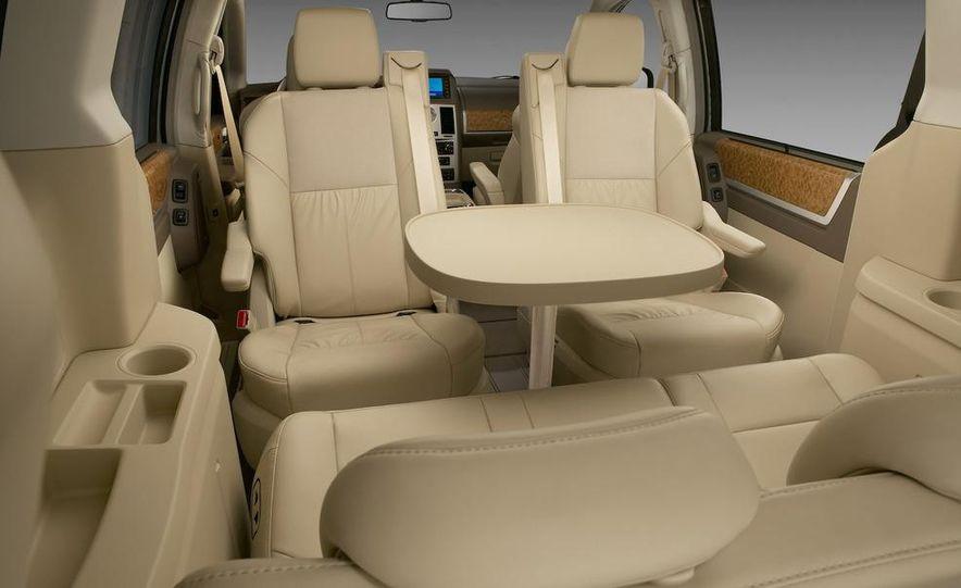 Jeep Wrangler Unlimited EV, Jeep Patriot EV, Chrysler Town & Country EV, and Dodge Circuit EV concepts - Slide 7
