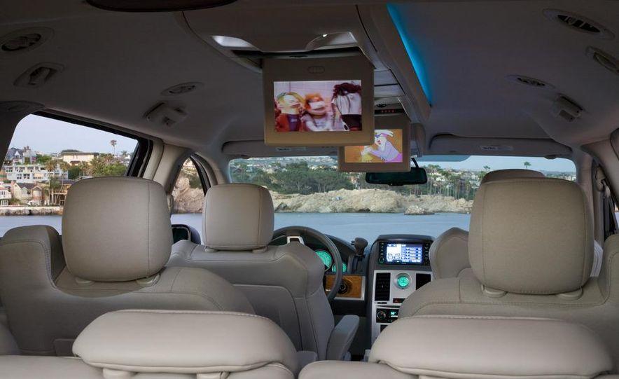 Jeep Wrangler Unlimited EV, Jeep Patriot EV, Chrysler Town & Country EV, and Dodge Circuit EV concepts - Slide 31