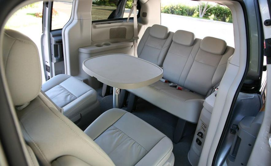 Jeep Wrangler Unlimited EV, Jeep Patriot EV, Chrysler Town & Country EV, and Dodge Circuit EV concepts - Slide 33