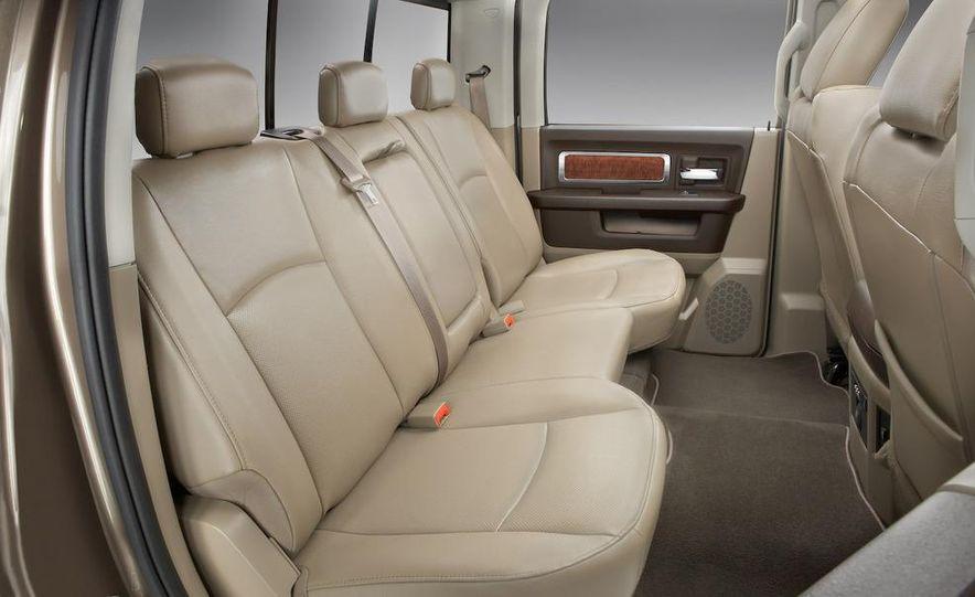 Jeep Wrangler Unlimited EV, Jeep Patriot EV, Chrysler Town & Country EV, and Dodge Circuit EV concepts - Slide 25