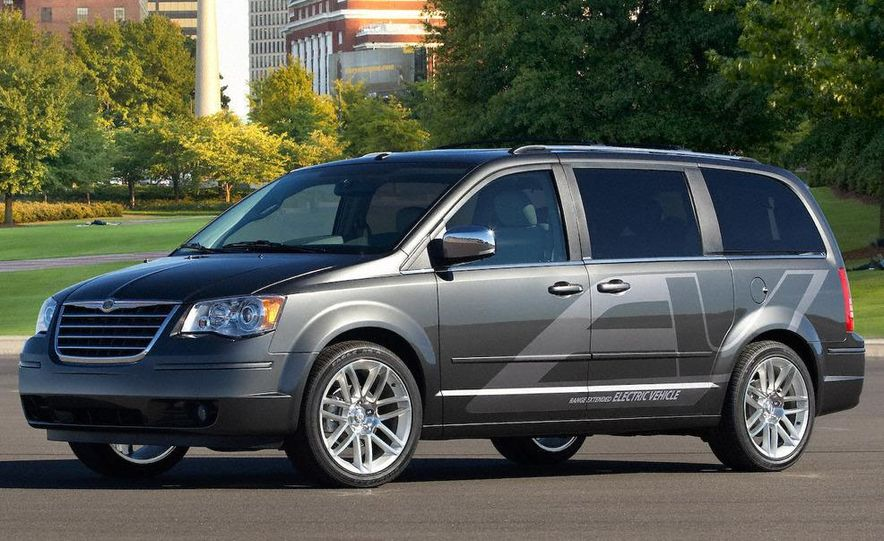 Jeep Wrangler Unlimited EV, Jeep Patriot EV, Chrysler Town & Country EV, and Dodge Circuit EV concepts - Slide 10