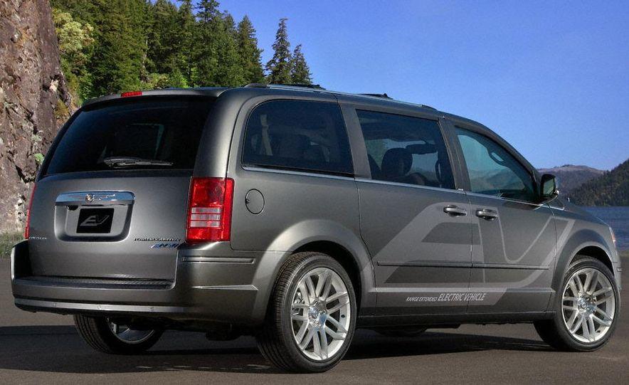 Jeep Wrangler Unlimited EV, Jeep Patriot EV, Chrysler Town & Country EV, and Dodge Circuit EV concepts - Slide 11