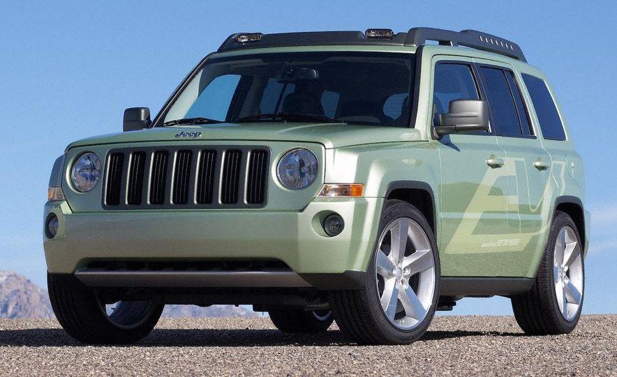 Jeep Wrangler Unlimited EV, Jeep Patriot EV, Chrysler Town & Country EV, and Dodge Circuit EV concepts - Slide 35