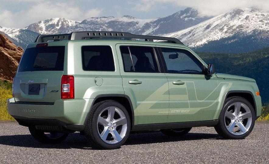 Jeep Wrangler Unlimited EV, Jeep Patriot EV, Chrysler Town & Country EV, and Dodge Circuit EV concepts - Slide 36