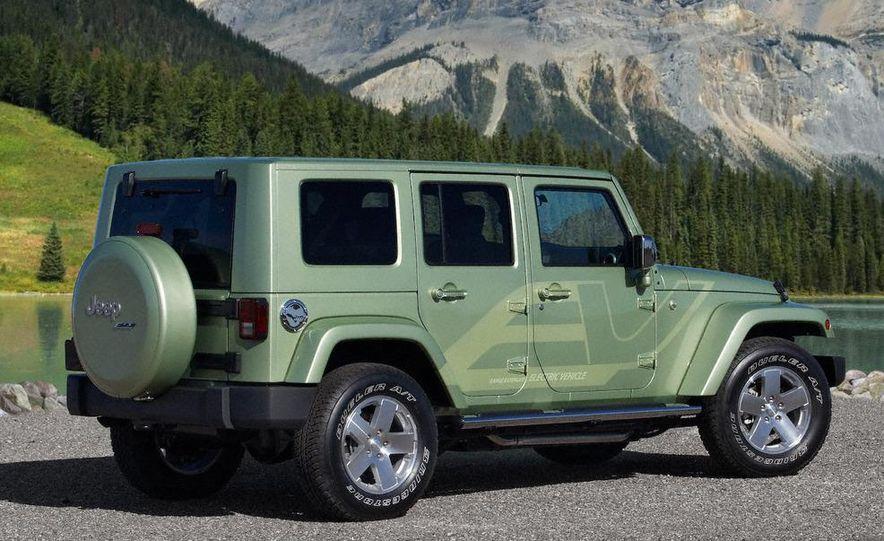 Jeep Wrangler Unlimited EV, Jeep Patriot EV, Chrysler Town & Country EV, and Dodge Circuit EV concepts - Slide 41