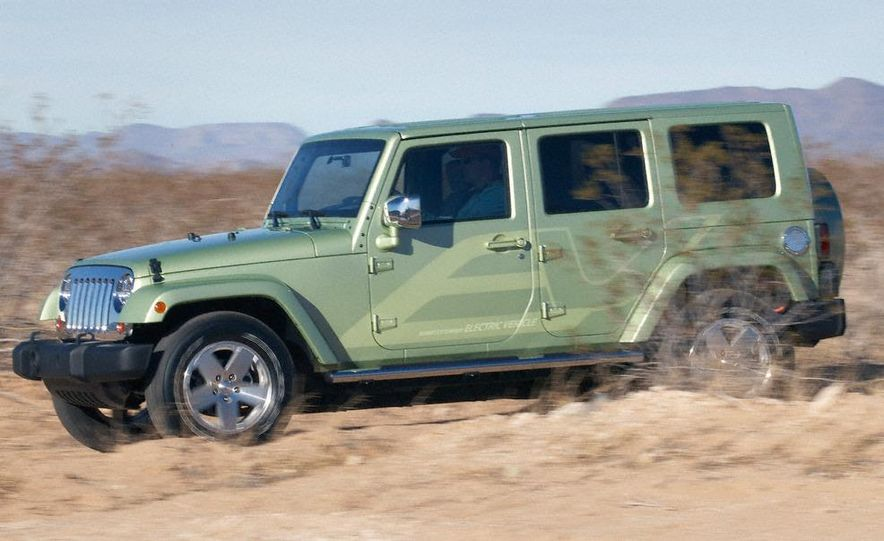 Jeep Wrangler Unlimited EV, Jeep Patriot EV, Chrysler Town & Country EV, and Dodge Circuit EV concepts - Slide 42