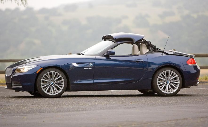 2009 BMW Z4 sDrive35i manual - Slide 17