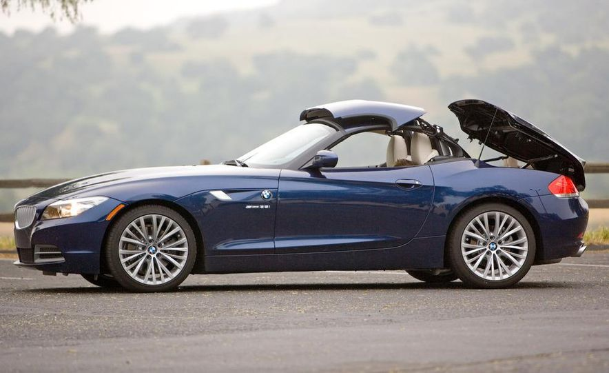 2009 BMW Z4 sDrive35i manual - Slide 16