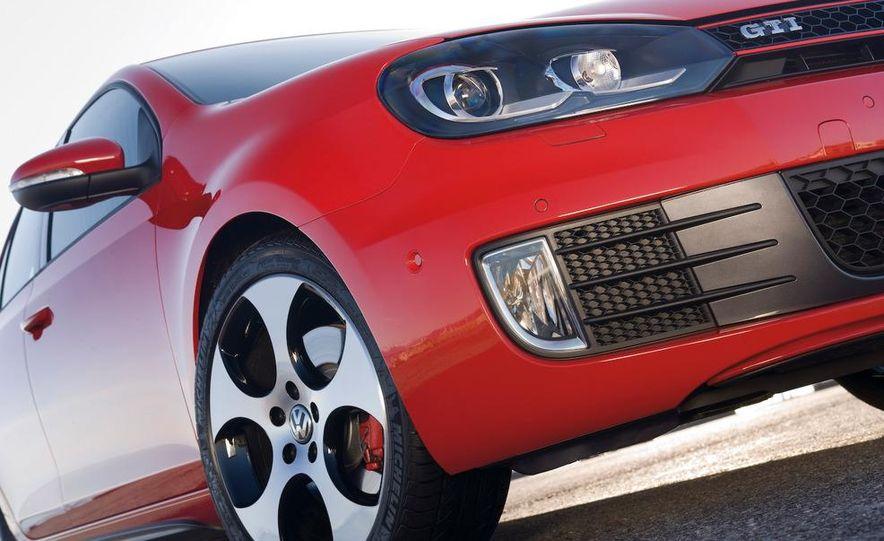 2010 Volkswagen Golf GTI 3-door (European spec) - Slide 7
