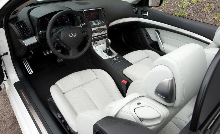 2009 Infiniti G37 convertible - Slide 18