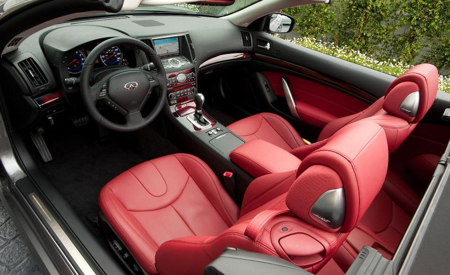 2009 Infiniti G37 convertible - Slide 19