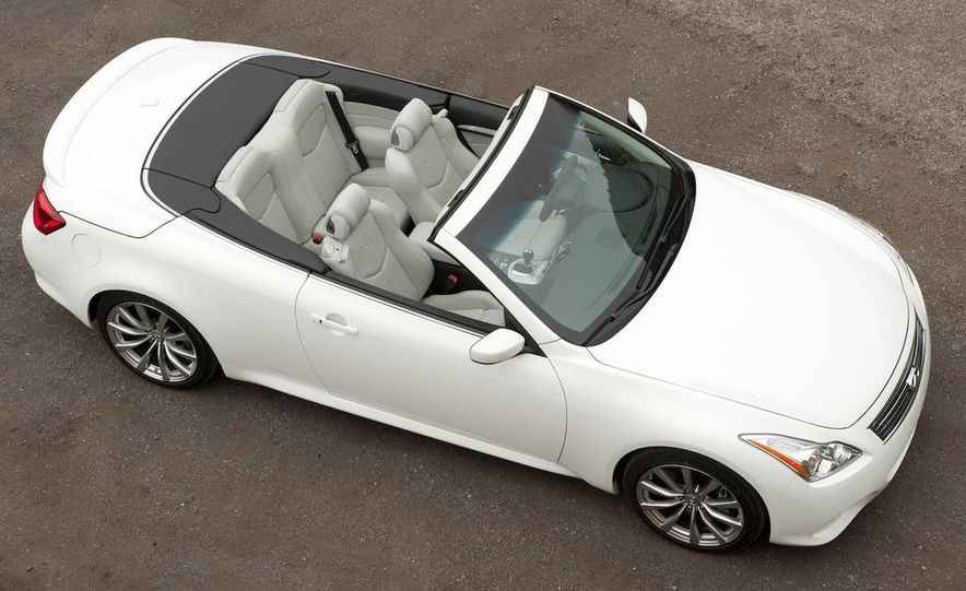 2009 Infiniti G37 convertible - Slide 9