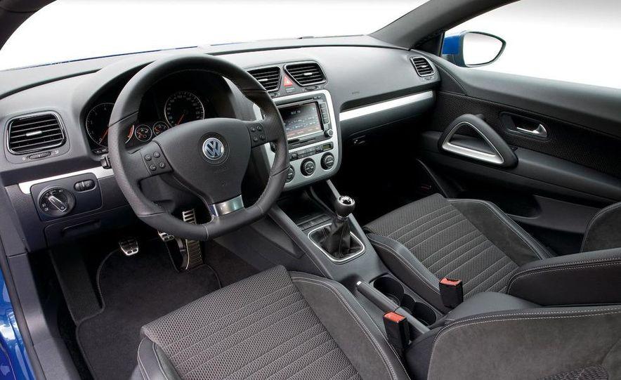 2010 Volkswagen Scirocco R - Slide 41