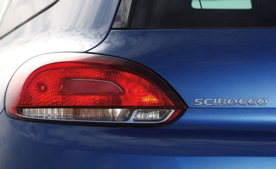 2010 Volkswagen Scirocco R - Slide 40