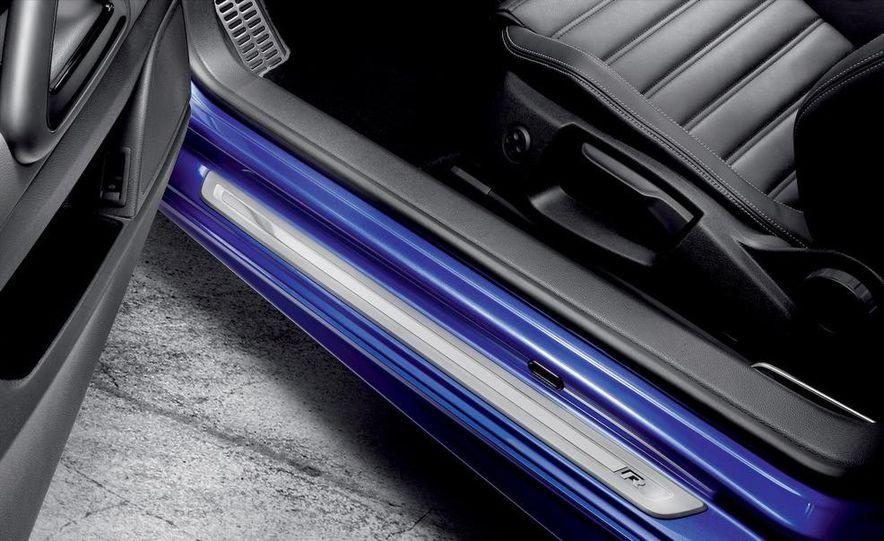 2010 Volkswagen Scirocco R - Slide 28