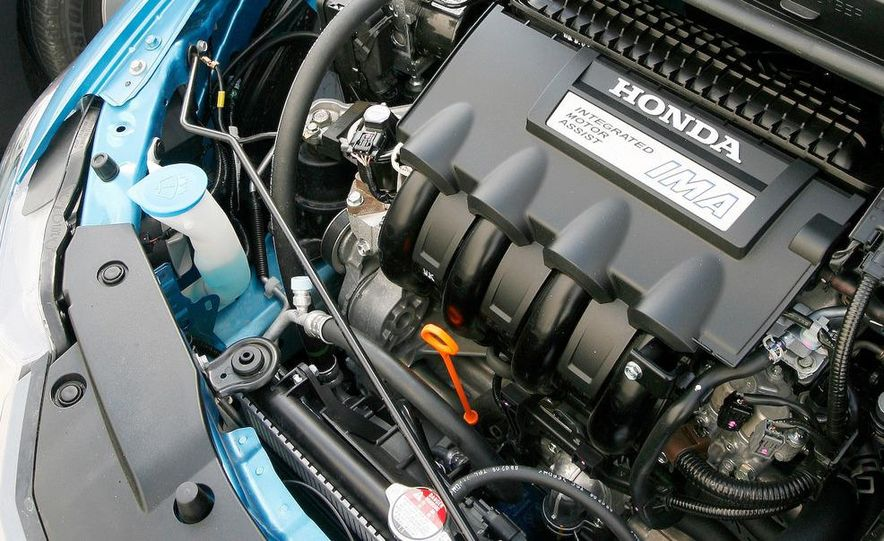 1998 Chevrolet Metro, 2010 Toyota Prius, and 2010 Honda Insight - Slide 29