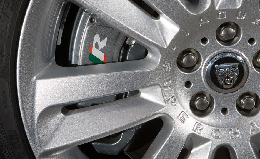 2010 Jaguar XFR - Slide 28