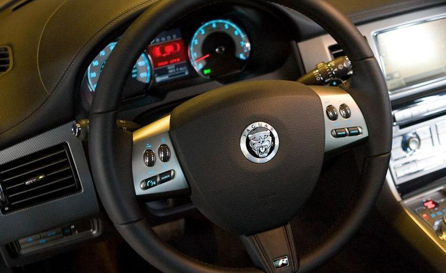 2010 Jaguar XFR - Slide 33