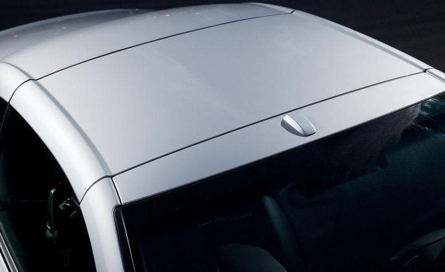 2010 Lexus IS convertible rear seatbelts - Slide 7
