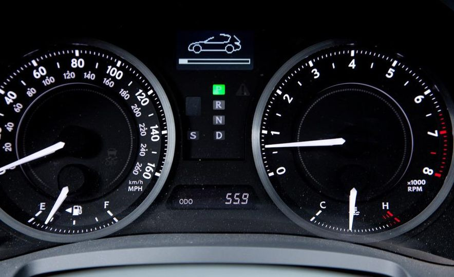 2010 Lexus IS convertible rear seatbelts - Slide 11