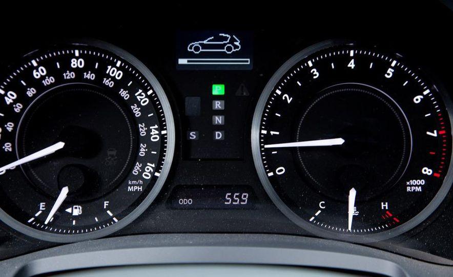 2010 Lexus IS convertible rear seatbelts - Slide 34