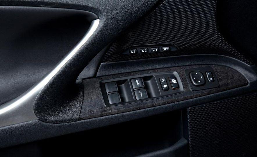 2010 Lexus IS convertible rear seatbelts - Slide 63