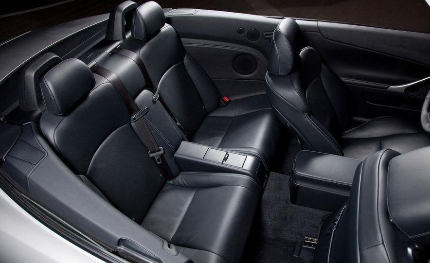 2010 Lexus IS convertible rear seatbelts - Slide 28
