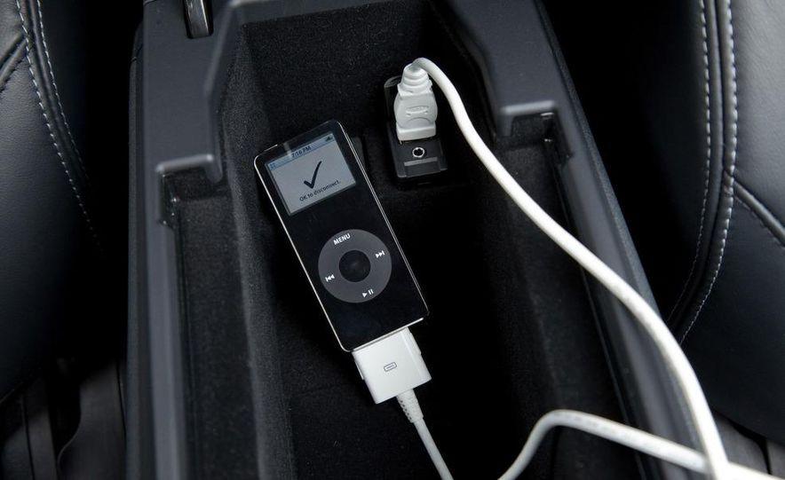 2010 Lexus IS convertible rear seatbelts - Slide 9