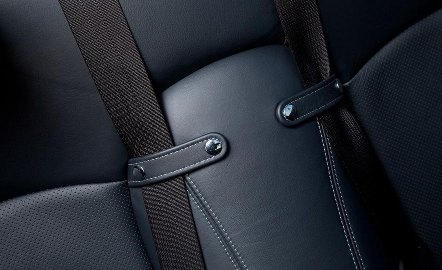 2010 Lexus IS convertible rear seatbelts - Slide 14