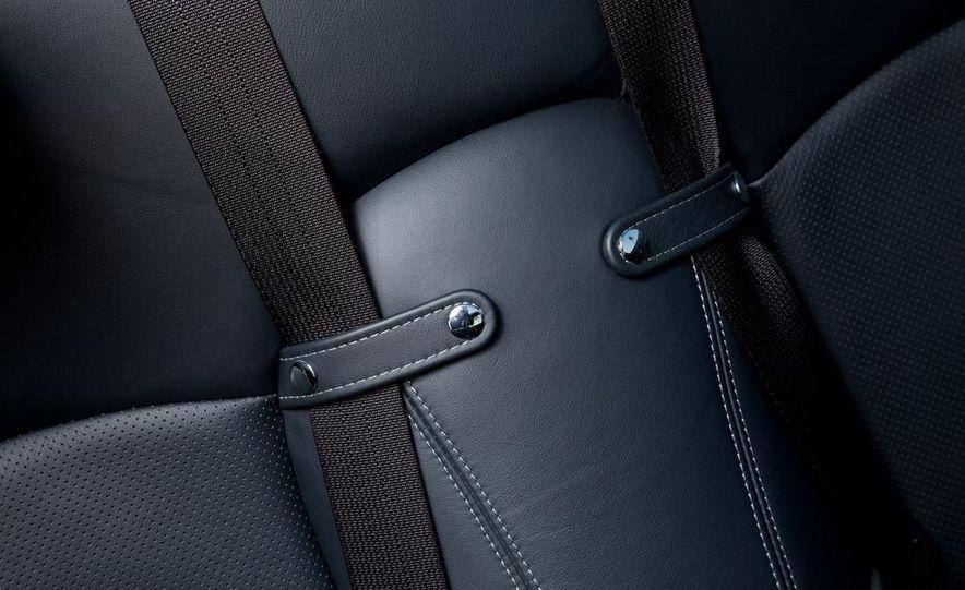 2010 Lexus IS convertible rear seatbelts - Slide 59