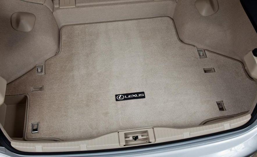 2010 Lexus IS convertible rear seatbelts - Slide 32